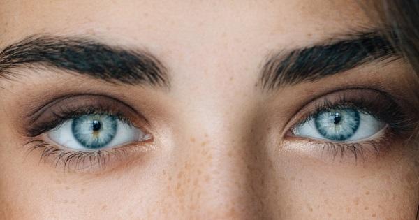 Red Lipstick Brown Hair Blue Eyes: Fargen På øynene Våre AVSLØRER Karakteren Vår: Hva Sier
