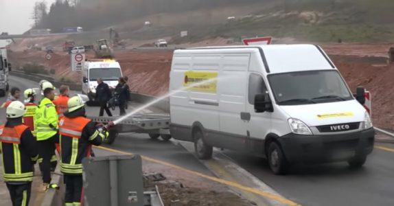 Den tragiske ulykken fikk brannmennene til å se RØDT – sprutet vann på respektløse tilskuere